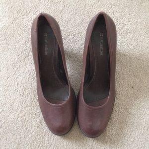 Brown round toe pumps